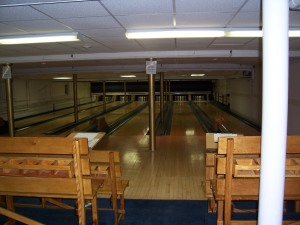 Look! They even have a 6 lane bowling alley on the downstair's level!!